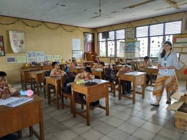 Children drawing. [Foto: Klas Inspirasi Jambi]